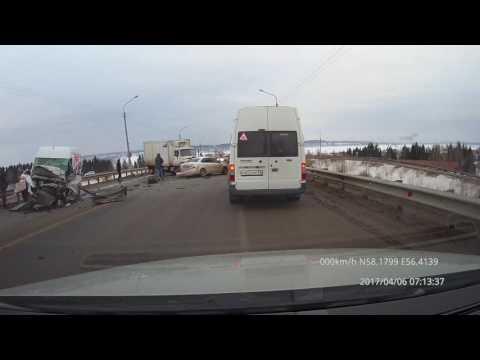 Подъезд к Перми. Чусовской мост. Последствия массового ДТП. 6 апреля 2017