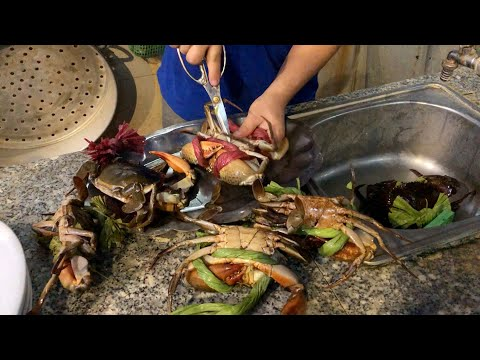 Vietnam sweet and sour MUDCRAB - Seafood street food in Vietnam