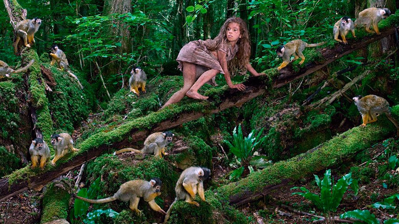 Эта девочка была воспитана стаей обезьян, она выжила благодаря их заботе...