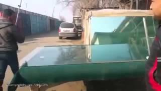 Таджики мастерски режут стекло(, 2015-06-04T16:47:48.000Z)