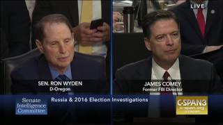 Wyden questions Comey on Trump's efforts to stop Russia investigation