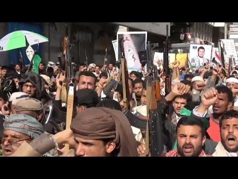 شاهد: مظاهرات للحوثيين في صنعاء احتجاجا على الحصار المفروض عليهم من تحالف تقوده السعودية…  - 06:57-2021 / 2 / 27