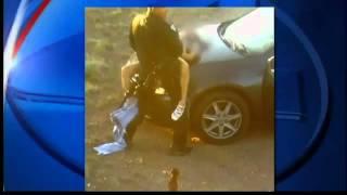Repeat youtube video POLICIA TIENE RELACIONES SEXUALES SOBRE EL CAPOT DE UN AUTO