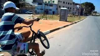 Menor zika no grau de bike levando av.sucpi tuda!!