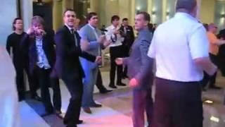 President Medvedev dancing! Президент Медведев танцует под American boy!(Дмитрий Медведев сплясал с резидентом Comedy Club Гариком Мартиросяном под песню