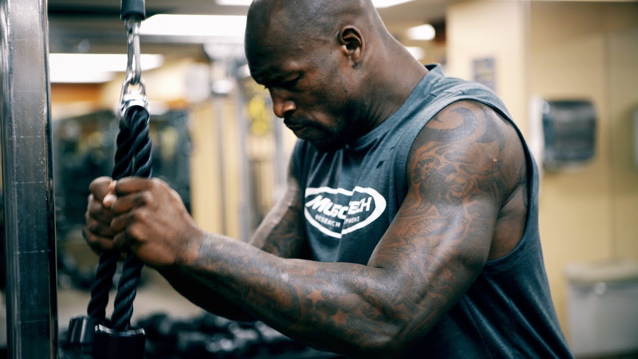 Exceptional Ways To Improve Your Bench Press Part - 13: 3 Ways To Increase Your Bench Press Strength With Vernon Davis