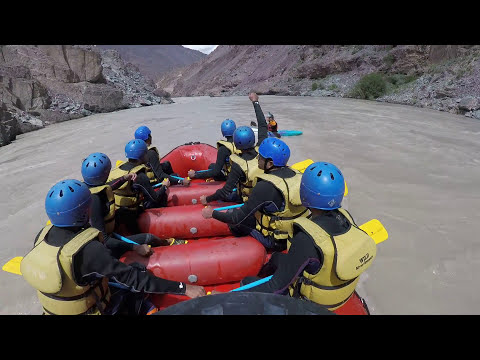 Ladakh Leh River Rafting Accident & Rescue | White Water Rafting | Rescuing People in river rafting.