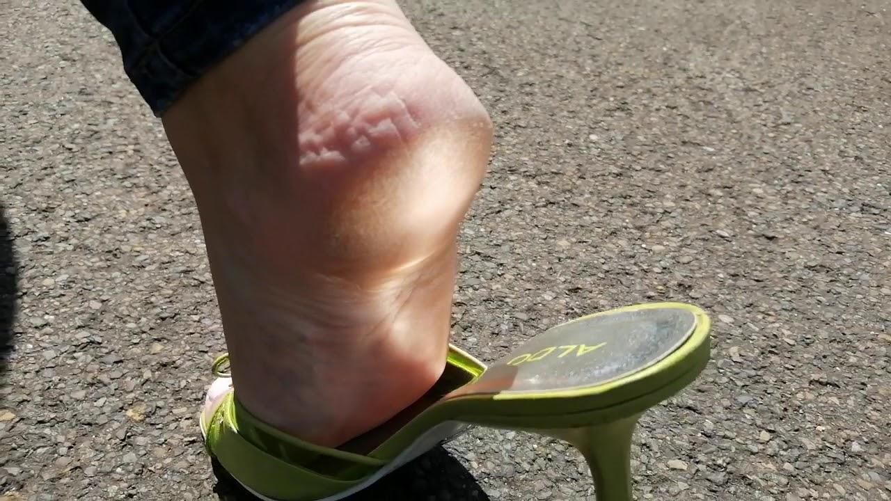 Shoeplay, Slapping & walking sound by Pipa Feet