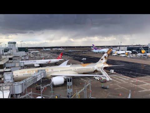 كيفية استقبال ضيف من مطار فرانكفورت🇩🇪في المانيا من الشيف سنان العبيديSinanSalih Frankfurt Airport