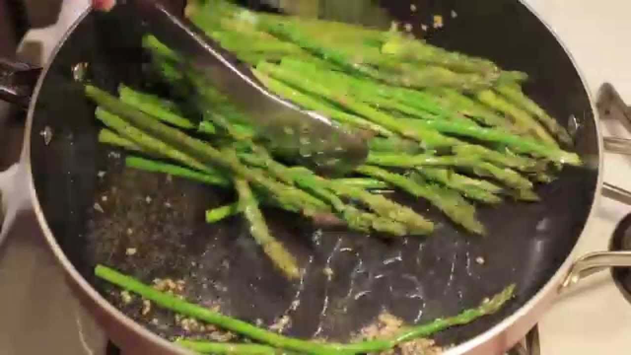 How To Cook Asparagus In A Pan Youtube