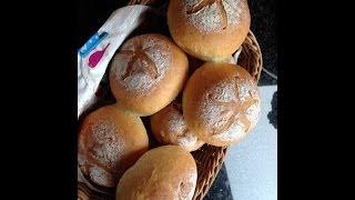 Kaiser broodjes (Kaiser rolls)