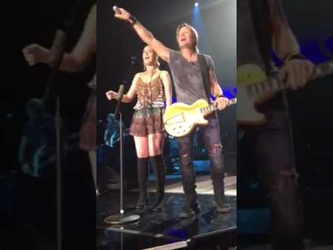 Jessica Emily Performing With Keith Urban Brisbane Show 2016