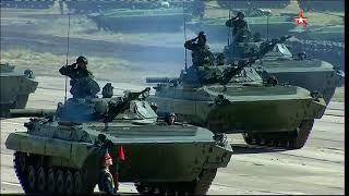 На маневрах «Восток 2018» стартовал масштабный военный парад