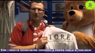24-02-2013: Tore l'orsetto schiacciatore consegna la sua maglia
