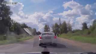 Драка на дороге, погоня гонки август-сентябрь 2013. аварии дтп на видеорегистратор.(новые видео каждый день!!! ставим лайки!!! не забываем подписываться!!! ..., 2013-09-02T14:37:58.000Z)