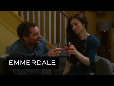 Pete And Leyla Agree To Be Friends And Compare Their Relationship Woes - Emmerdale