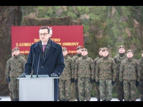Mateusz Morawiecki na uroczystości złożenia przysięgi wojskowej żołnierzy WOT