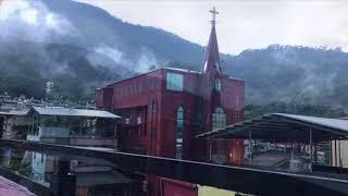 佳義長老教會和佳義社區在下雨過後~ 山嵐飄渺雲霧繚繞.