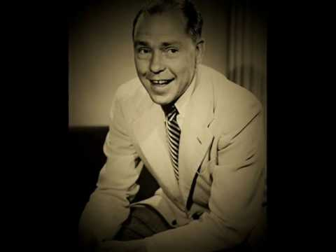 ACCENTUATE THE POSITIVE ~ Johnny Mercer & The Pied Pipers (1945)