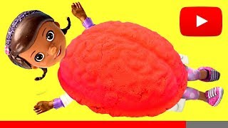 Doc Mcstuffins has BRAIN BELLY! Lets play with Kinetic Sand with Frozen Elsa!