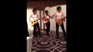 男子三人の熱唱に感動!シンプルだけど胸を打つ余興。