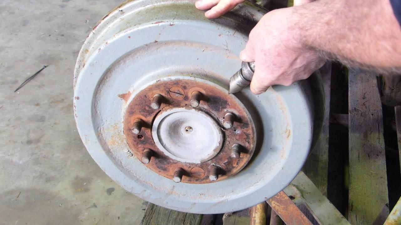 Ferguson TEA20, 35, 135, 148 etc Brake Drum Removal on