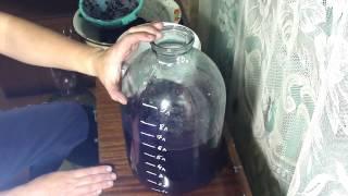 КАК ПРИГОТОВИТЬ ВИНО В ДОМАШНИХ УСЛОВИЯХ.Видео №3.Ставим на брожение.(Приготовление домашнего НЕ СУХОГО вина из винограда.С добавлением сахара и воды.Истинные ценители вина..., 2013-11-06T15:44:00.000Z)
