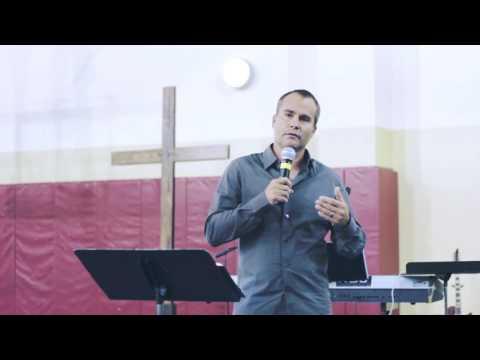 Living in a Community that Worships   Greg Veenstra & Koryn Yarosz