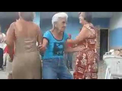 La vecchia che balla
