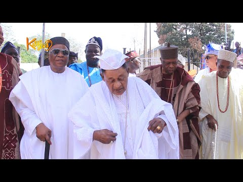 Alaafin 49th years on the throne: Still counting! Watch his dance step as he celebrates with wives