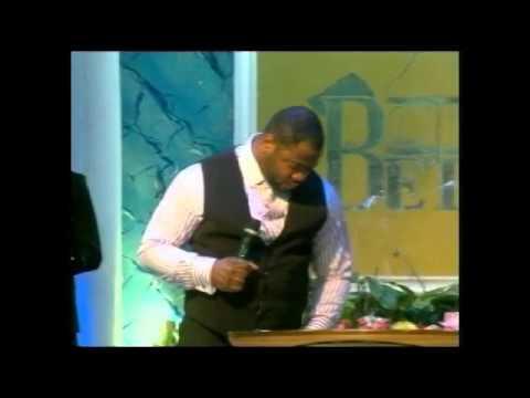 Pasteur Moise Mbiye - Moment d'adoration a la Cite Bethel