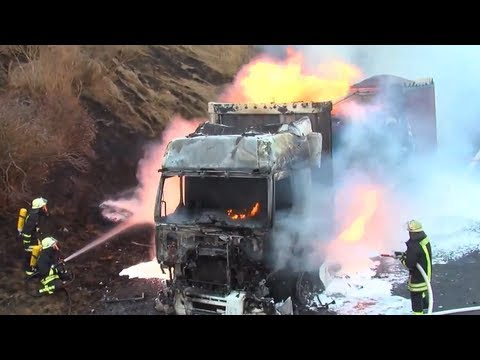 LKW komplett aus! Riesige Flammen auf der A48