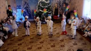 Прикольный новогодний танец снеговиков.