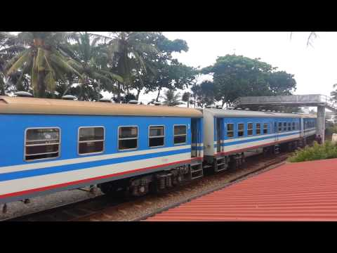 Train in srilanka view of #Ranveli beach resort