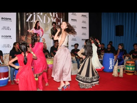 Alia Bhatt SINGING & DANCING Live Performance VIDEO!!