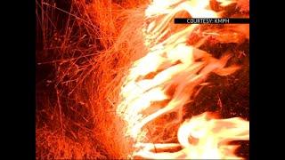 Gambar cover Blaze Near Yosemite Threatens Nearby Town