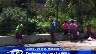 Lázaro Cárdenas, Mich.- Desfogue de presa La Villita. Espectáculo que sorprende a las familias.