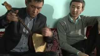 L'art traditionnel kazakh du dombra kuï