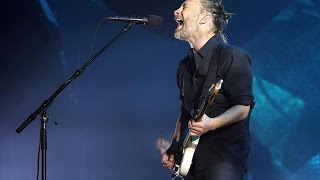 """Radiohead perform """"My Iron Lung"""" in Lollapalooza Chicago 2016."""