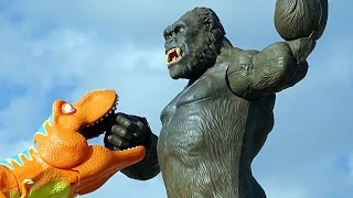 KING KONG Battles Dinosaurs! KONG Skull Island Toys For Kids