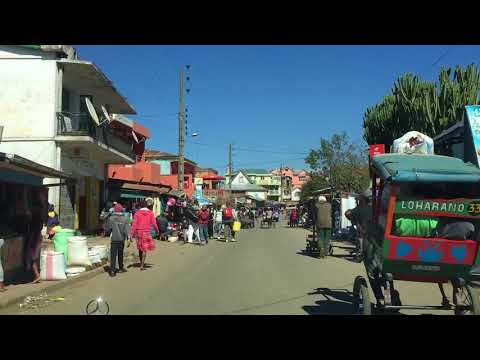 On the road in Madagascar - Mora Travel