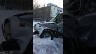 Город Екатеринбург  ул Артинская 25 силнайти  авария