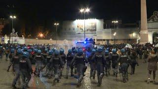 De Nápoles a Turín, Italia se rebela al cierre por el coronavirus   AFP