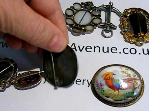 dating antique brooches