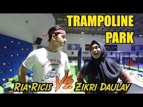 Ria Ricis VS Zikri Daulay - TRAMPOLINE PARK! siapa yang menang??