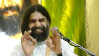 Rishi Nityapragya Ji Singing Narayan Narayan Jai Jai Govind Hare.flv
