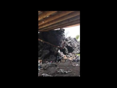 May 26, 2018 Hawaii News - Homeowners fight to save house; Watch as it is taken by Pele'