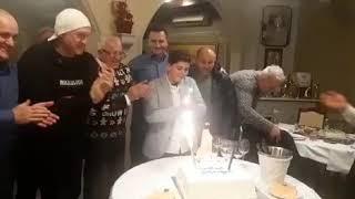 Proslava na nivou: Era Ojdanić slavi 72. rođendan, a njegov unuk 12.