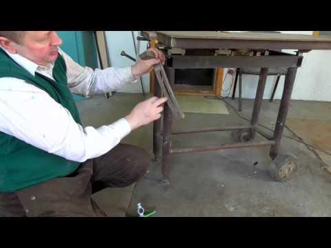 Регулировка высоты пильного стола/Adjusting The Height Of The Saw Table