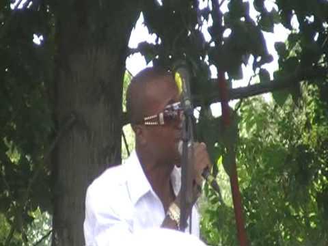 terry brival en prestation a colombes le 25/07/09  filmé par Deejay logan